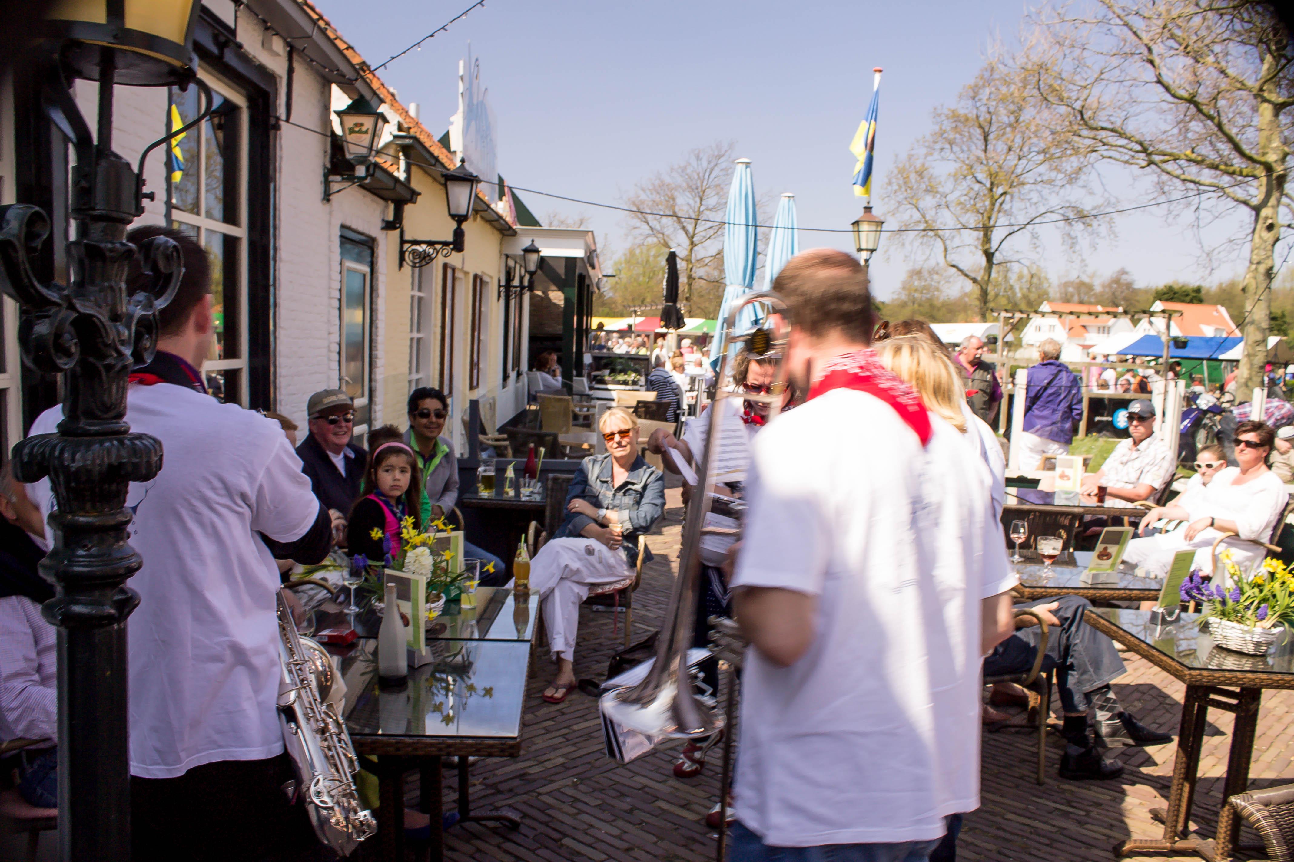 Optreden Dweilband markt Westenschouwen 2013